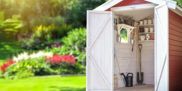 Stylowe narzędzia ogrodnicze do szklarni na własnym podwórku